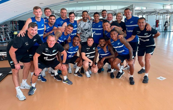 Will Smith visitou o campo de treinamento da Gazprom